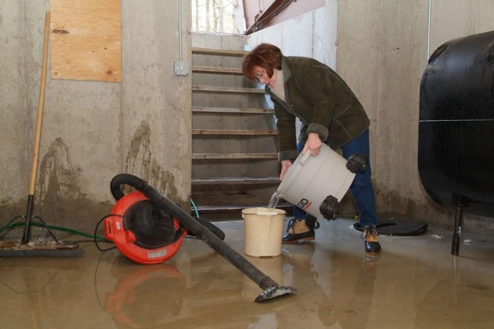Basement flooding cleanup tips