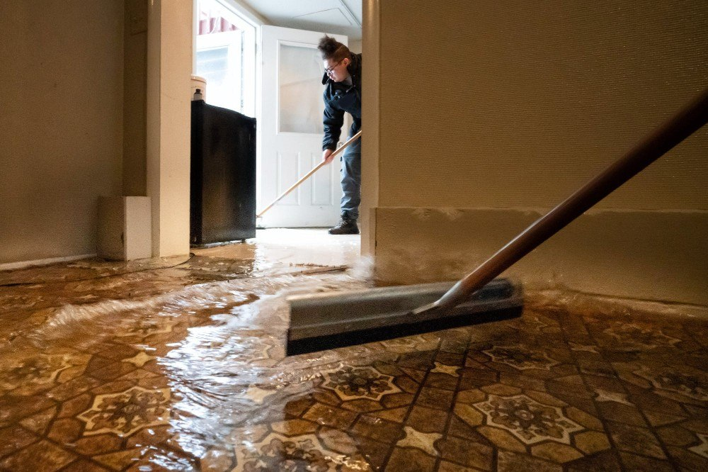 Things to do immediately after a basement flooding